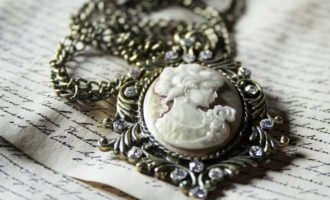 vintage jewellery trends