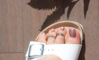 how to style toe rings